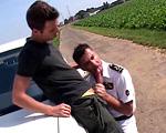 Deux mecs s'envoient en l'air dans cette vidéo française